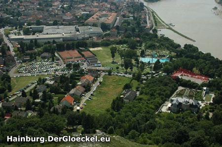 Unserem Vorschlag folgend wurde der Bereich der eingezeichneten Fläche jetzt provisorisch als Parkraum eingerichtet