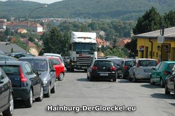 Solche Bilder sollten 2010 der Vergangenheit angehören - Lokalaugenschein vom heutigen Tage. Die Braunsbergstraße kann im unteren Bereich nur einspurig befahren werden