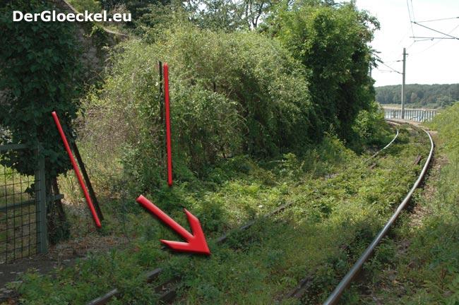 Kinder gelangen durch kaputten Zaun auf die Gleise der ÖBB
