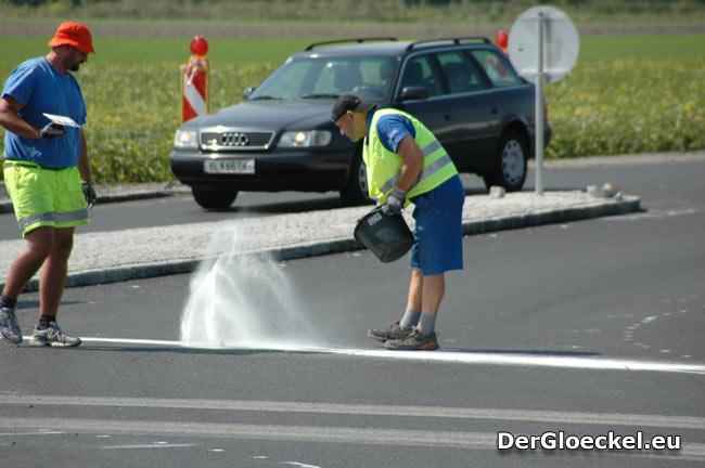 letzte Arbeiten am Kreisverkehr - Impulse von und für die Wirtschaft