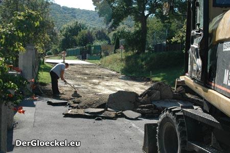 schlechte Verkehrsplanung während Straßensanierungsmaßnahmen am Pfaffenbergweg in der Stadt Hainburg/Donau