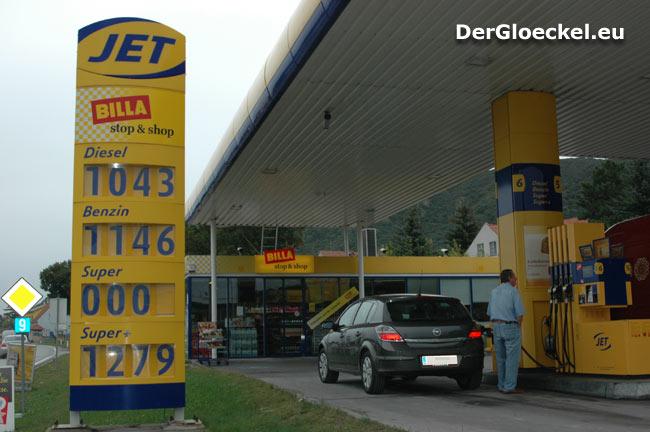 JET-Tankstelle offeriert Super-Treibstoff für 0,00 Euro