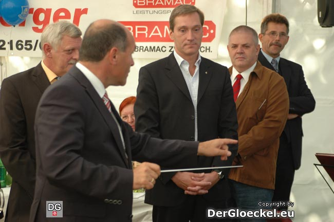 v.l.n.r.: Bgm. Karl KINDL (ÖVP), LH-Stv. Wolfgang SOBOTKA (ÖVP), Dr. Markus WACHTER (Kulturfabrik Hainburg), Stadtrat Alfred APPEI (SPÖ) und Stadtamtsdirektor Erich RIEDER