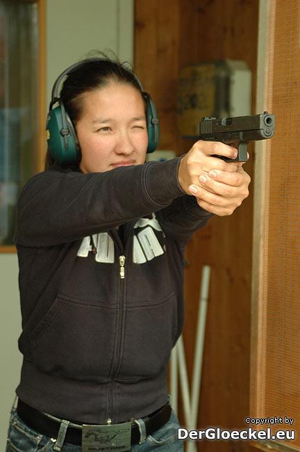 Rita (31) Berufssoldat beim Österreichischen Bundesheer nimmt am Schießbewerb in Hainburg teil