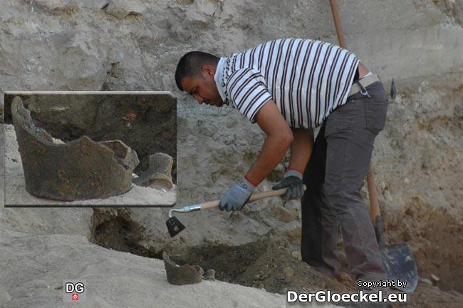 Am letzten Tag der Arbeiten des Archäologie Service werden letzte Funde geborgen und gesichert. Die Kosten hatte die Evangelische Kirche zu tragen.