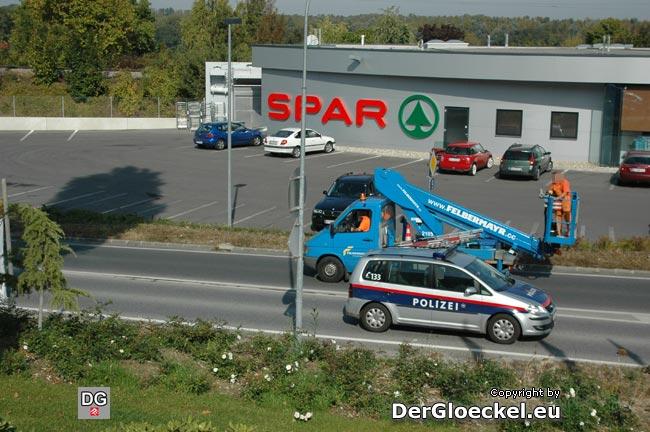1 Sekunde später: das Polizeifahrzeug ist auf gleicher Höhe mit dem vermieteten Sonderfahrzeug