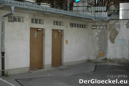 die öffentliche Toilettenanlage der Stadt Hainburg am Wienertor-Parkplatz im Stadtzentrum