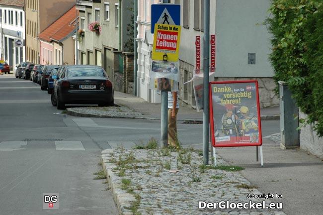 Rückblende 2007: Landeshauptmann Stellvertreter Heidemaria ONODI (SPÖ) wurde zum Blickfang. An einer Kreuzung nächst der Hauptschule in Hainburg wurde die Sicht aus beiden Richtungen verstellt.