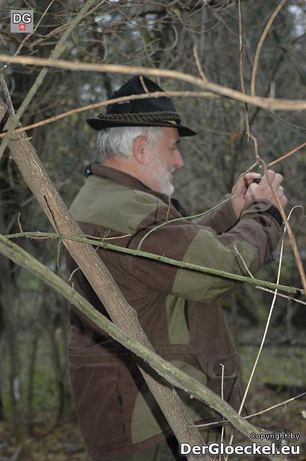 Behördenvertreter Ing. Erich Gnauer beim Lokalaugenschein und der behördlichen Dokumentation der Waldverwüstung