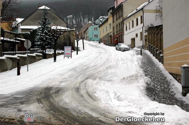 Eine Straße weiter die Marc-Aurel-Gasse: gleiche Straßenverhältnisse und wesentlich mehr Verkehr ...