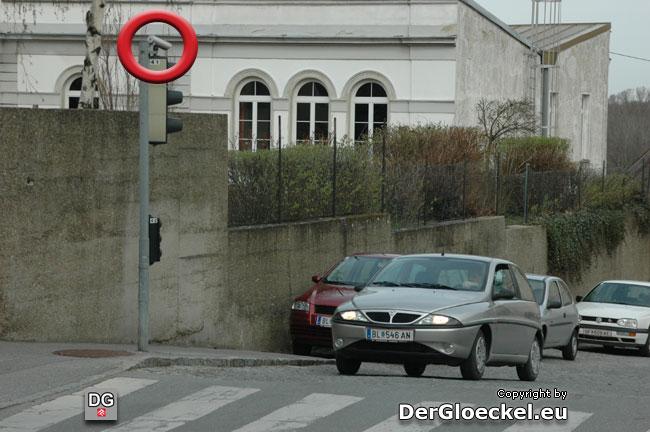 """Dieser Sensor löste bis zum Austausch bei einfahrenden Fahrzeugen die """"falsche"""" Grünlichtschaltung aus"""