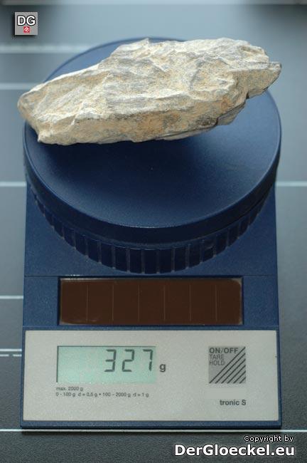 Dieser verlorene Stein hat ein Gewicht von knapp 0,33 kg