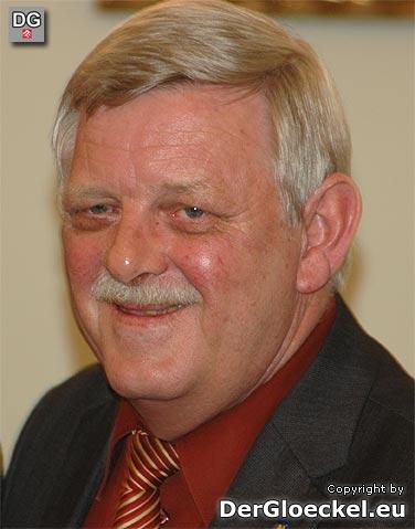 Nach dem beeindruckenden Gemeinderatswahlergebnis von +4 Mandaten für die ÖVP hatte Karl Kindl Grund zur Freude. Mit standig ovation durch die Mandatare wurde seiner Wiederwahl zum Bürgermeister Anerkennung gezollt.