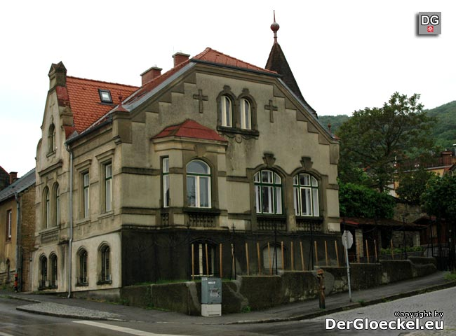 """Nach der Renovierung durch die neuen Besitzer präsentiert sich die """"alte Kirche"""" der Evangelischen Pfarrgemeinde im Mai 2010 in der Marc-Aurel-Gasse wieder als Prachtvilla"""