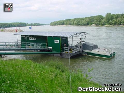 Zollwache - Gendarmerie - Polizei. Die schwimmende Dienststelle auf der Donau in Hainburg