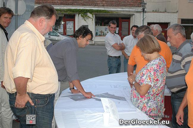Bürger und Anrainer in Einzelgesprächen zur Hauptplatzneugestaltung in Bad Deutsch Altenburg